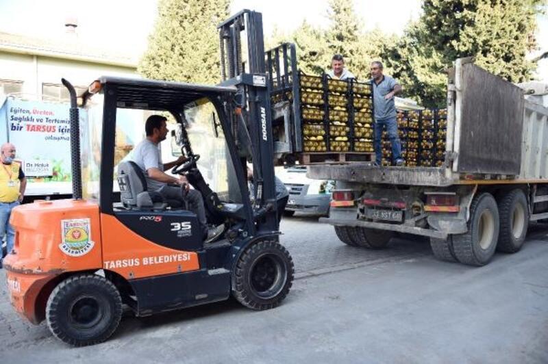 Tarsus'tan İzmir'e 3 TIR yardım