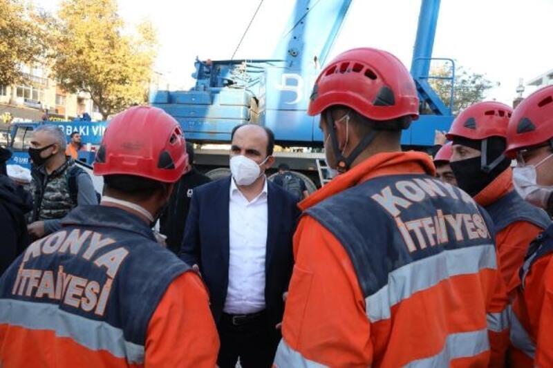 Konya Büyükşehir Belediye Başkanı Altay,  İzmir'de deprem bölgesini ziyaret etti