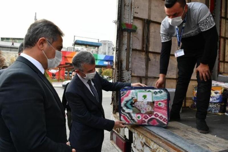 Mamak'tan İzmir'e yardım TIR'ı yola çıktı