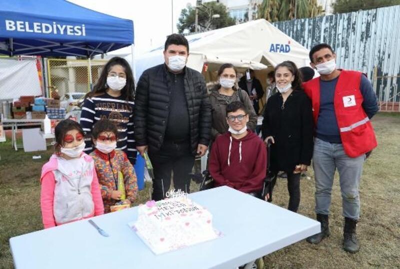 Başkan Kılıç'tan çadırda kalan depremzede çocuklar için moral turu