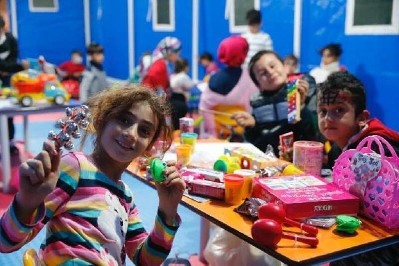 Oyun çadırları depremzede çocukların yüzünü güldürdü