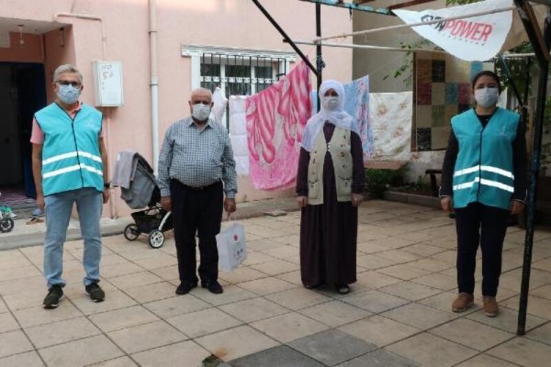 Sultanbeyli'de şehit aileleri ve gazilere temizlik seti dağıtılıyor