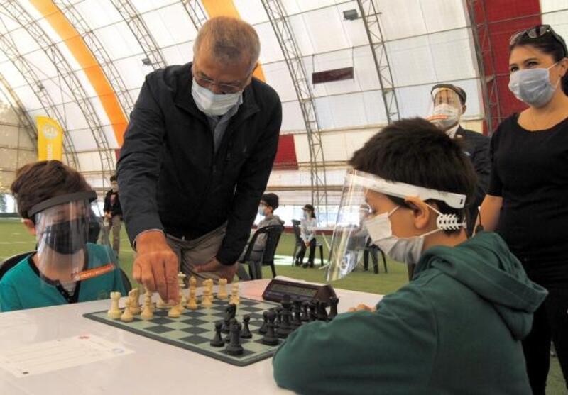 Mezitli'de satranç turnuvası yapıldı