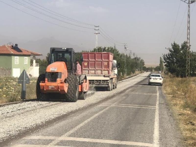 Büyükşehir 2 ilçede 7 kilometre asfalt çalışması yaptı