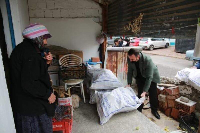 Sivas Belediyesi'nden 2 bin 300 aileye yakacak yardımı