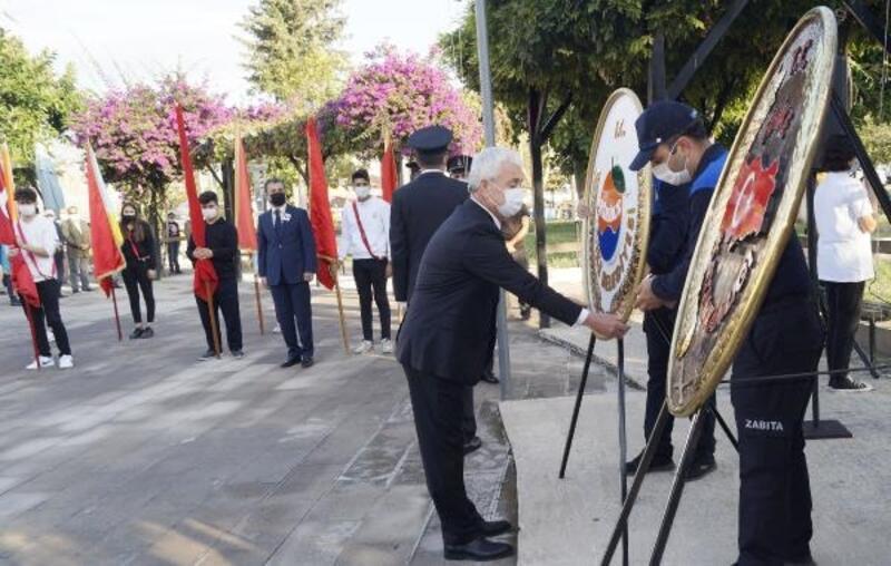 Atatürk, Finike'de törenle anıldı