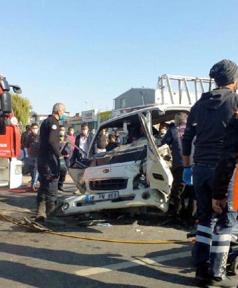 Kayseri'de 3 aracın karıştığı kazada 2 kişi yaralandı