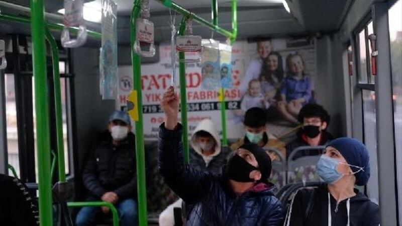 Bursa'da İnegöl Belediyesi otobüsleri kitaplarla donattı