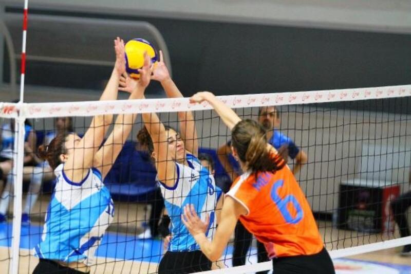 Büyükşehir Kadınlar Voleybol Takımı 3'üncümaçını da kazandı