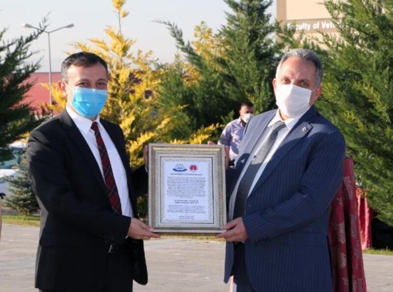 ERÜ'den Başkan Yalçın'a 'Yılın hayvanseveri beratı'