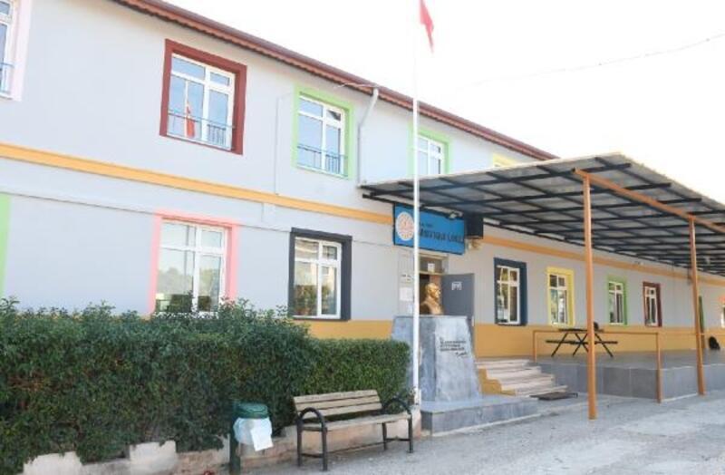 Kemer Belediyesi'nden Silkar İlkokulu'na bakım