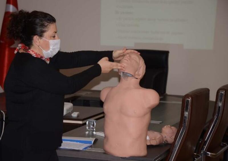 Kuşadası'nda Belediye personeline ilk yardım eğitimi