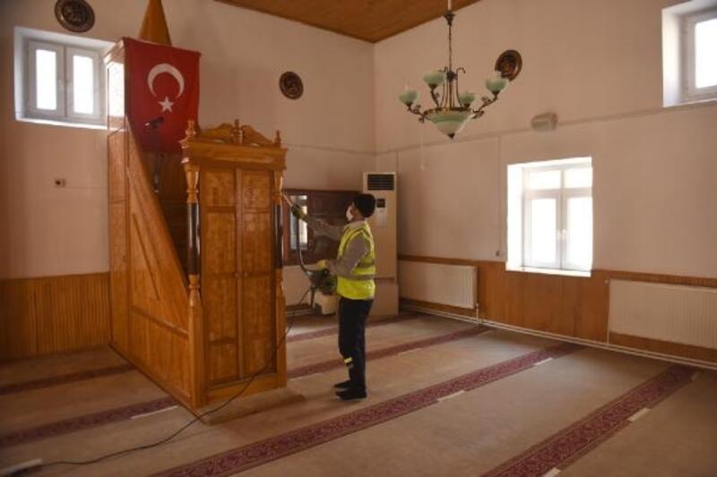 Turhal'dacuma namazı öncesi camiler dezenfekte edildi