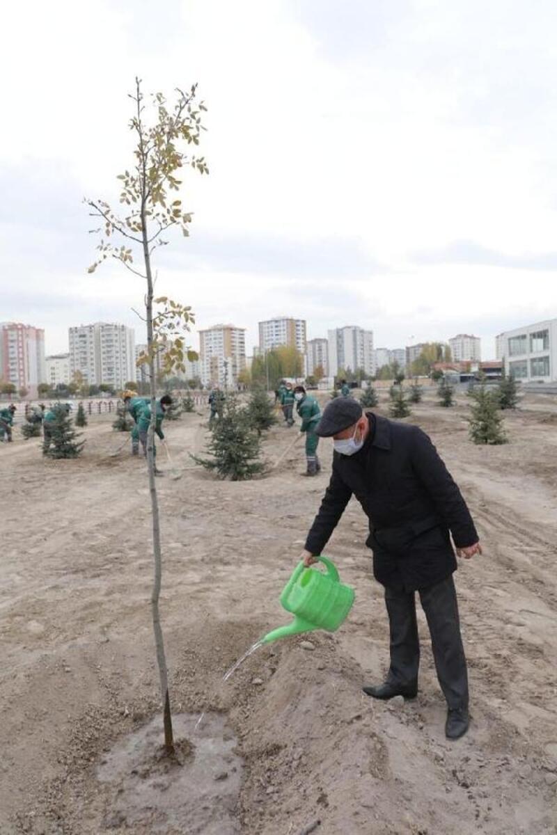 Başkan Çolakbayrakdar, Cırgalan'da ağaç dikti