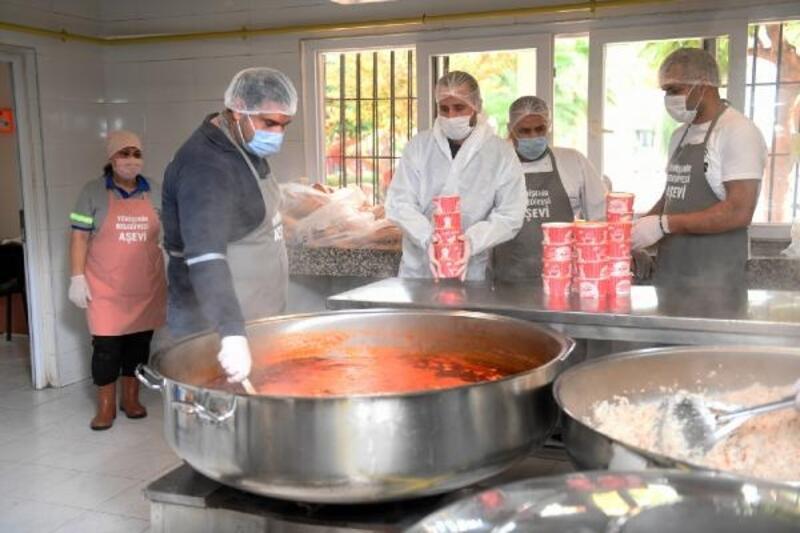 Yenişehir Belediyesi Aşevi'nden evlere yemek servisi