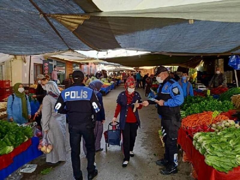 Polisten pazar esnafına ve vatandaşlara koronavirüs uyarısı