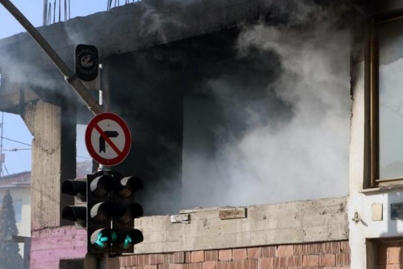Eskişehir'de metruk binada çıkan yangın korkuttu