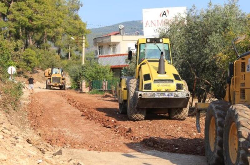 Kumluca Beykonak yolunda asfalt hazırlığı