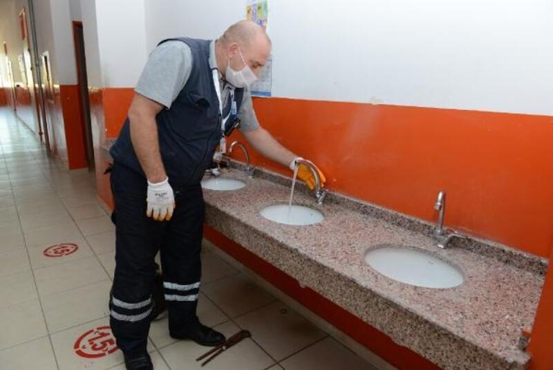 Büyükşehir bozuk okul ve cami musluklarını yeniliyor