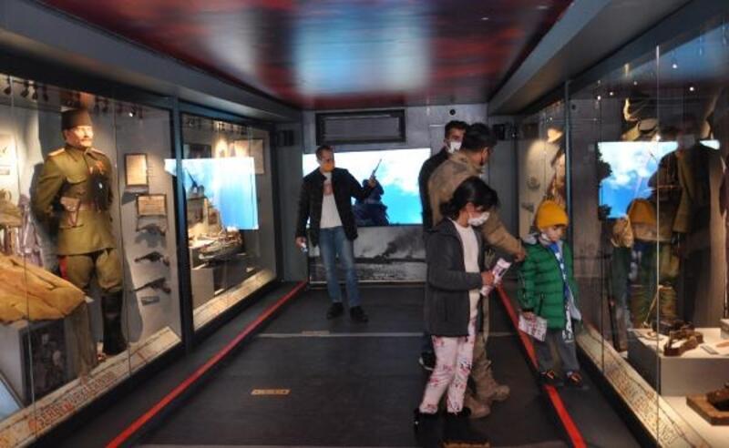 Çanakkale Savaşları Mobil Müzesi'nin 52'nci durağı İslahiye oldu