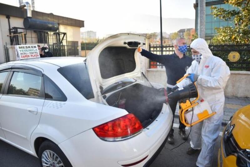 Bursa Büyükşehir Belediyesi'nde taksi ve dolmuşlara dezenfeksiyon çalışması
