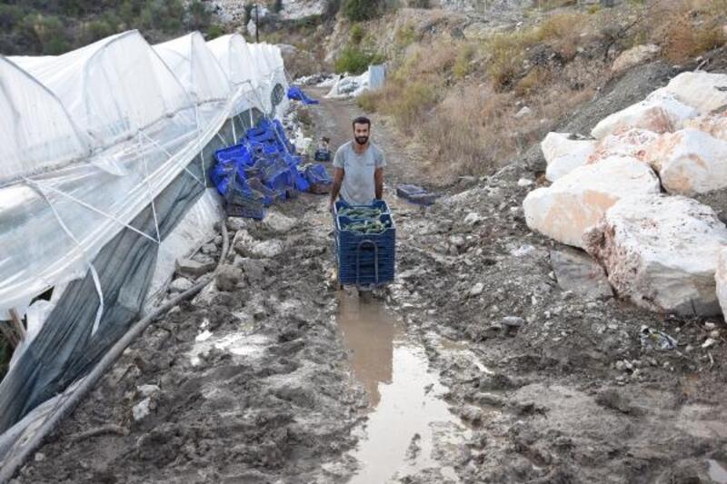 Yolu kapattığı iddia edilen komşu: Tapulu arazim işgal edildi