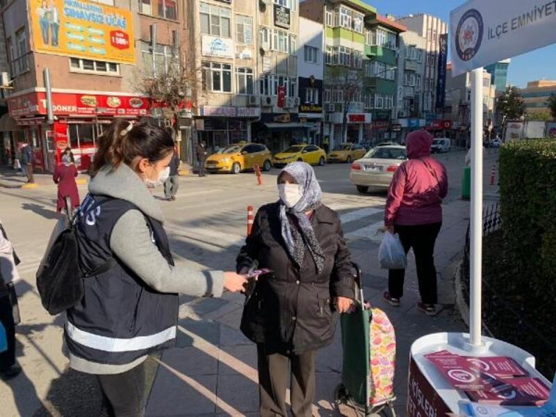 Keşan'da polis, kadınlara KADES uygulamasını tanıttı