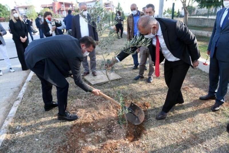 Yenişehir'deki okullarda bin zeytin fidanı toprakla buluştu