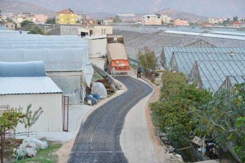 Demre'de kış öncesi asfalt seferberliği