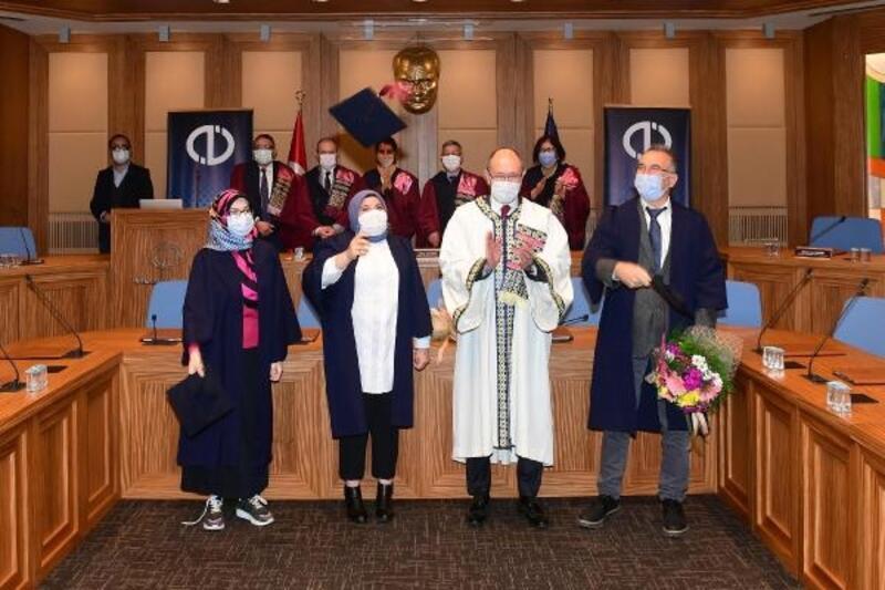 Dereceyle mezun olan öğrencilere başarı belgeleri verildi