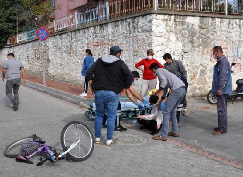 Bisikletiyle kamyonete çarpan Meryem, yaralandı
