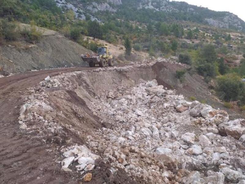 Akseki'de heyelan olan yola istinat duvarı yapıldı