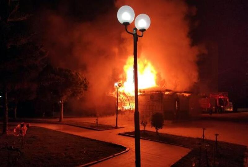 Yangın, muhtarlık binasını kullanılamaz hale getirdi