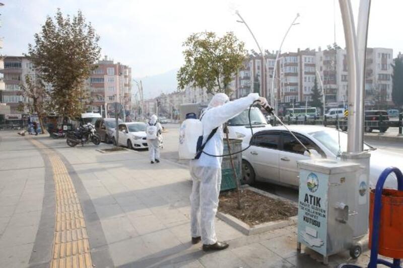Tokat'ta halkın yoğun olduğu yerler dezenfekte edildi