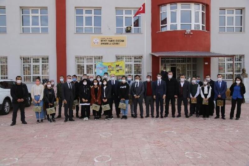 Sivas Belediyesi'nden köy okuluna destek