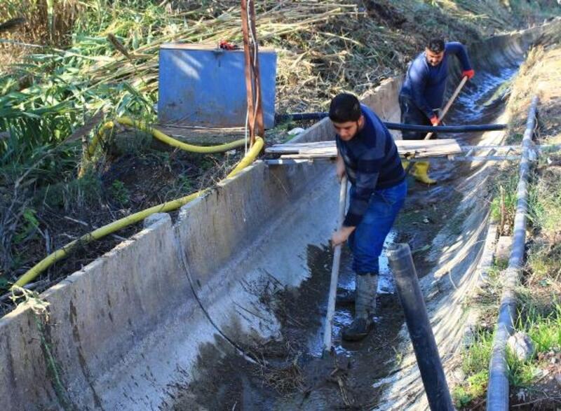 Tarımsal sulama kanalları temizleniyor