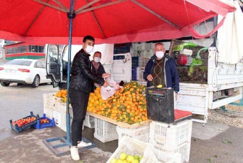 Bucak'ta semt pazarı kapatılınca, her mahallede manav tezgahı