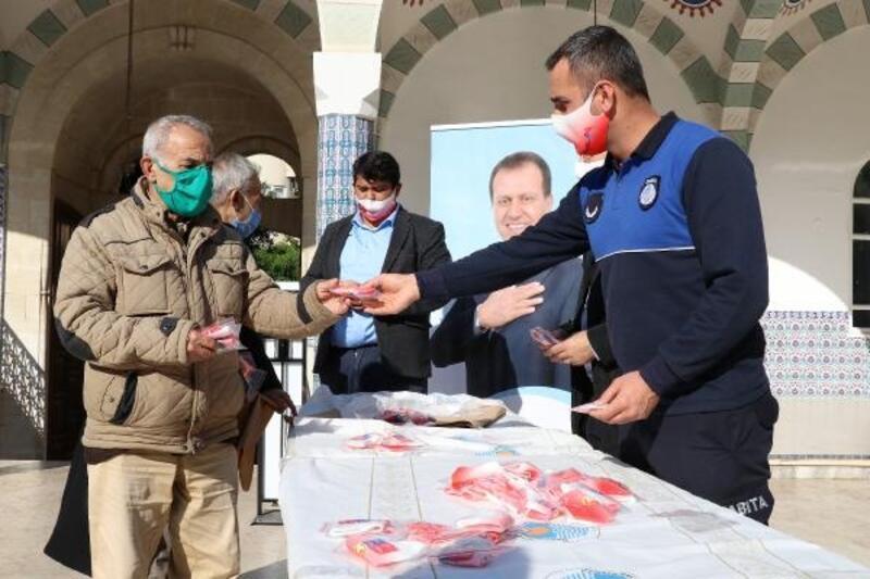 Cuma namazı çıkışı 5 bin 200 adet maske dağıtımı