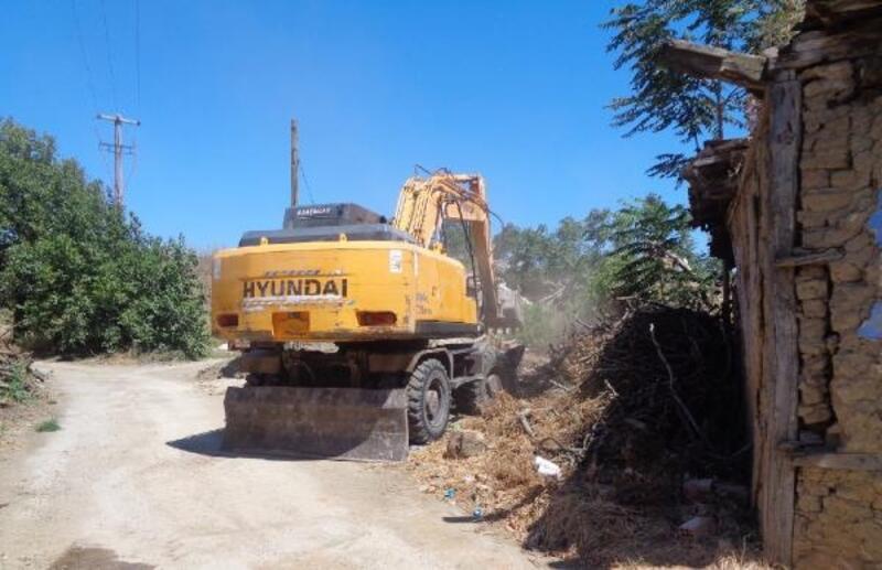 Osmangazi Belediyesi metruk binaların yıkımına devam ediyor