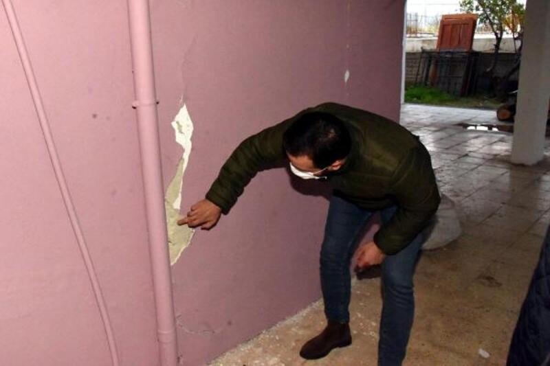 Antalya depremi, Anamur'daki bir binayı etkiledi