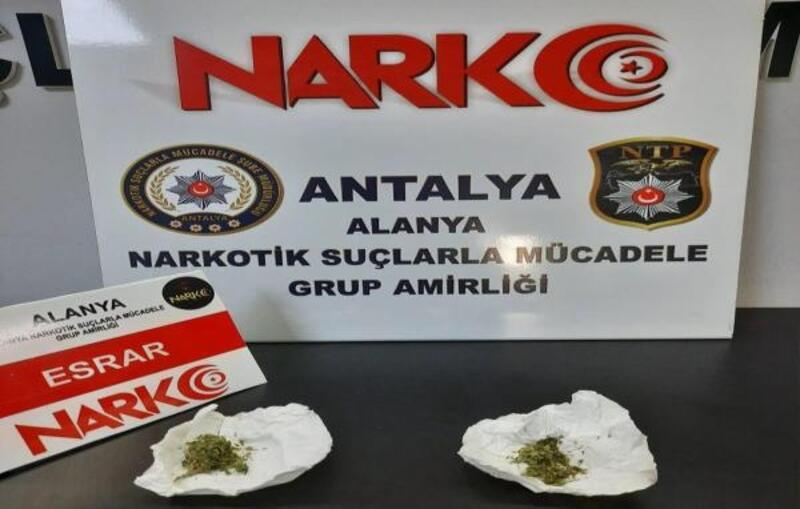 Polisten uyuşturucu operasyonuna 3 gözaltı