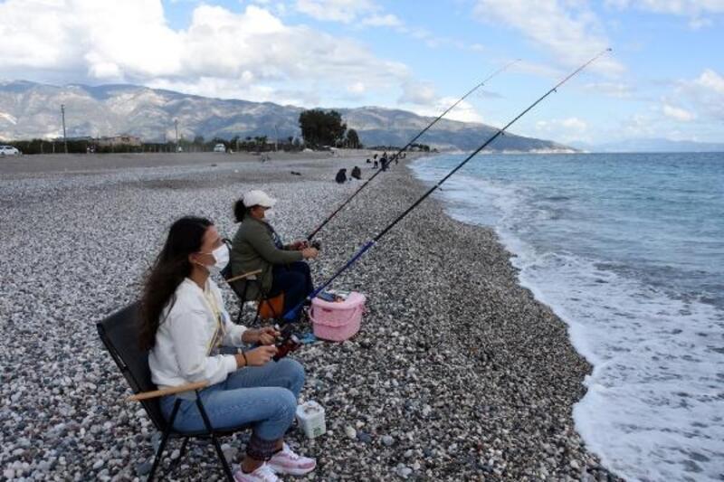Ailecek balık tuttular