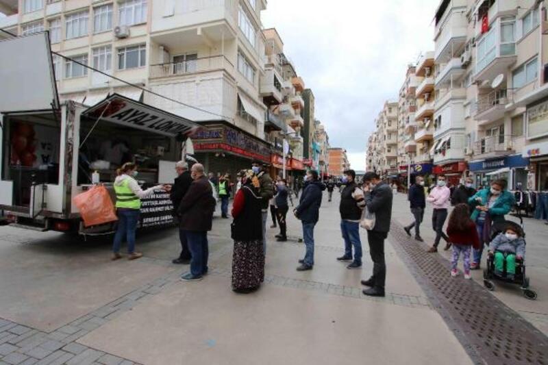 Başkan Sandal, depremde hayatını kaybedenler için lokma döktürdü