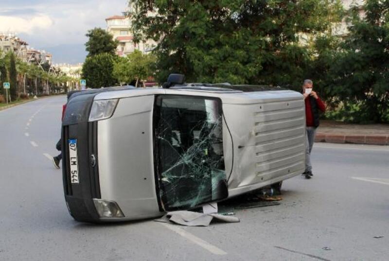 Manavgat'ta maddi hasarlı kaza