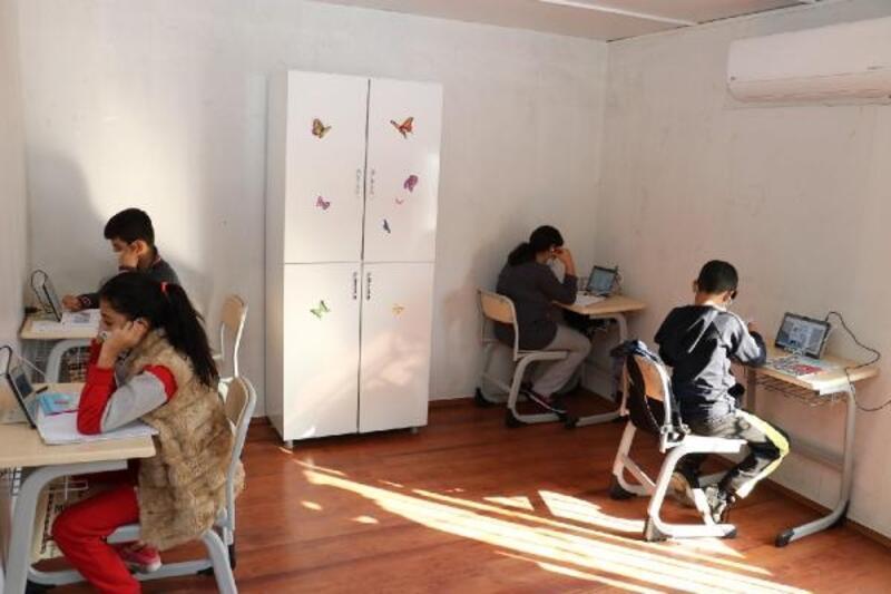 Toroslarda'da öğrenciler EBA Mobil Destek ile ders çalışıyor