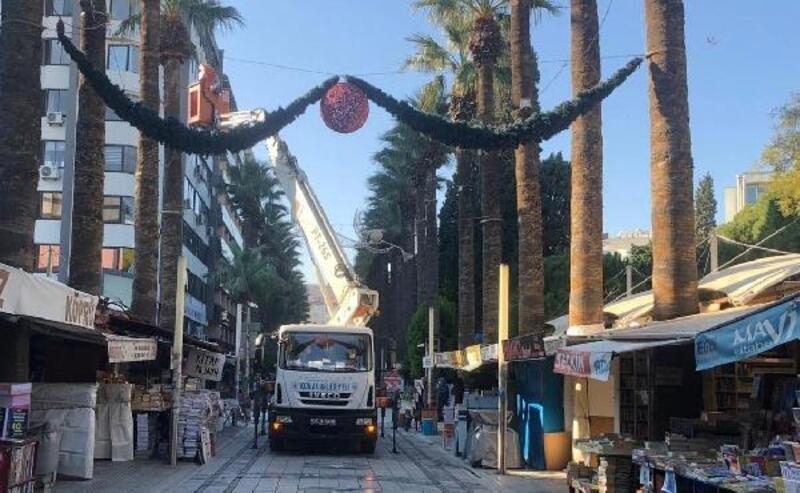 Konak'taki palmiyelere enjeksiyonlu koruma