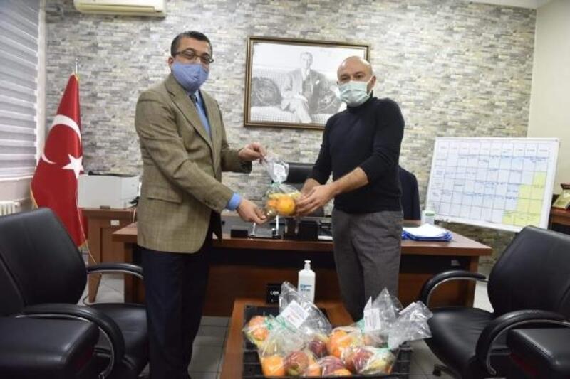 Çan Belediyesi'nden sağlıkçılara meyve ikramı