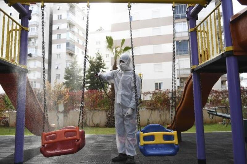 Muratpaşa 1,5 ayda 2734 binayı dezenfekte etti
