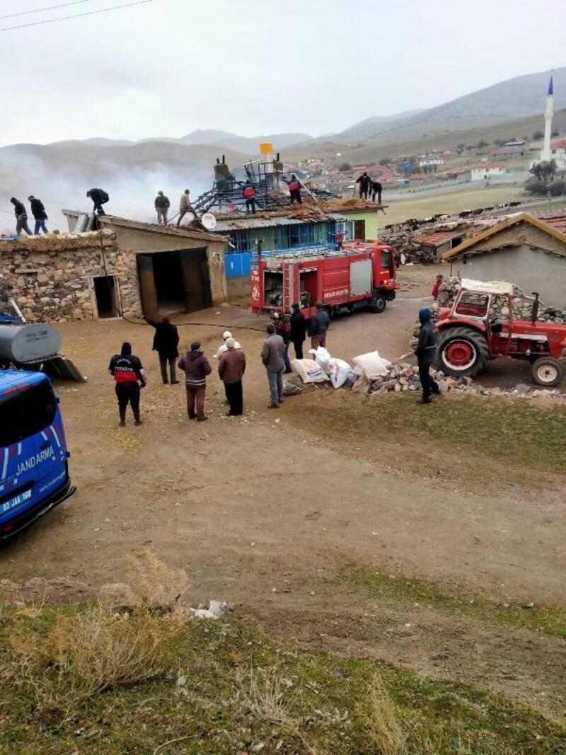 Bolvadin'de tek katlı ev yandı