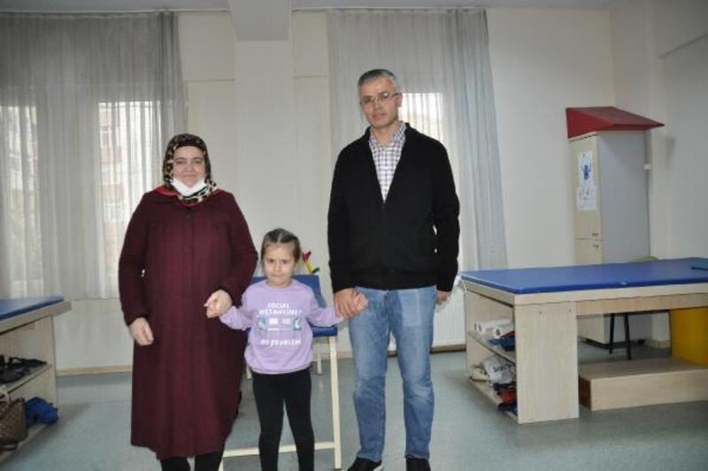 Serebral palsi hastası 7 yaşındaki Elif Hira yaşam sevinciyle örnek oluyor